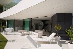 Outside view of frameless windows and doors in Villa Golden Eye