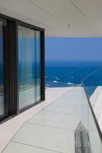 Frameless windows and doors in Villa Golden Eye