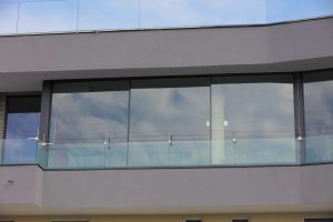 iframe frameless sliding system and railing system.