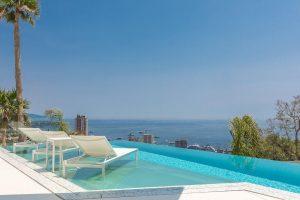 liftable pool glass platform